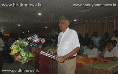 Ranil+challenges+government+to+go+in+for+referendum