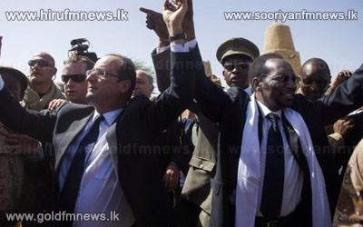 Mali+hails+French+President+Hollande