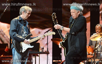 Keith+Richards+performs+with+Eric+Clapton