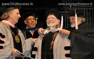 Willie+Nelson+receives+an+honorary+doctorate