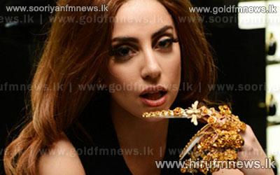 Fan+pays+millions+for+Lady+Gaga+fake+fingernail