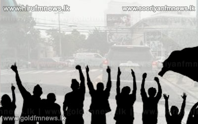 New+Kandy+road+blocked+due+to+protest+by+residents+of+Weliweriya+demanding+clean+water