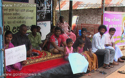 Residents+of+Dambulla+stage+protest+in+Kandalama+junction