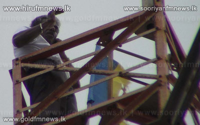 Handloom+manufacturer+climbs+electricity+pylon+in+Chilaw+++