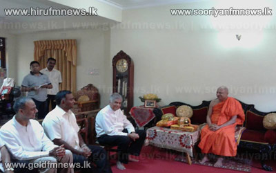 Video%3A+Opposition+leader+meets+Chief+Prelate+of+the+Malwathu+Chapter.++++++