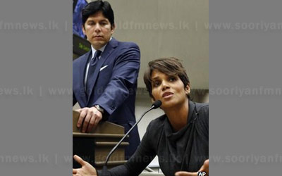 Halle+Berry+backed+anti-paparazzi+bill+becomes+law