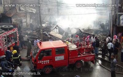 Fire+in+Thalawakele%2C+destroys+5+shops