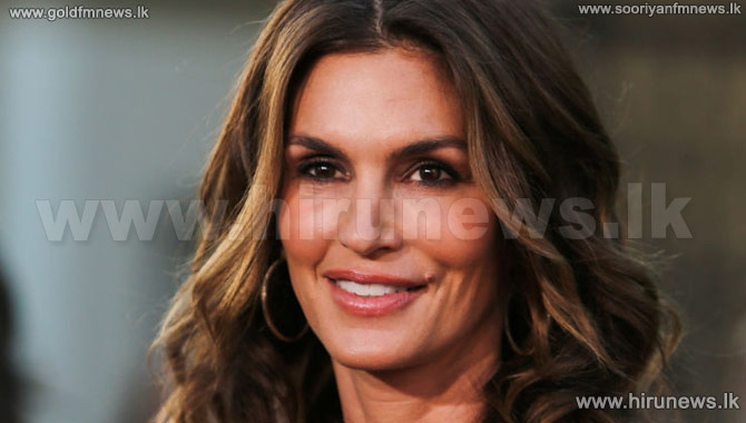 Cindy+Crawford%27s+lingerie+picture+goes+viral+on+Twitter