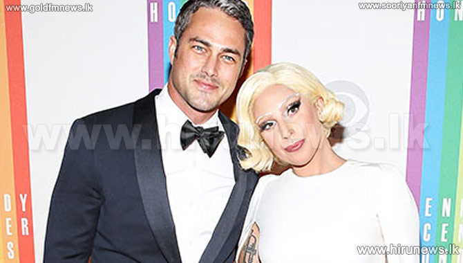 Lady+Gaga+Is+Engaged+to+Taylor+Kinney%3A+See+Her+Huge+Heart-Shaped+Diamond+Engagement+Ring%21