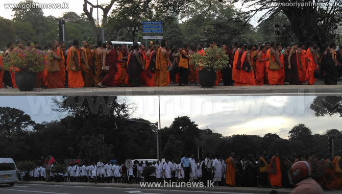 Inter+University+Students+Federation+to+Colombo+in+a+protest+march