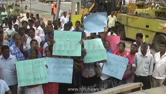A+protest+staged+in+Kurunegala+against+the+removal+of+a+war+heroes%E2%80%99+memorial