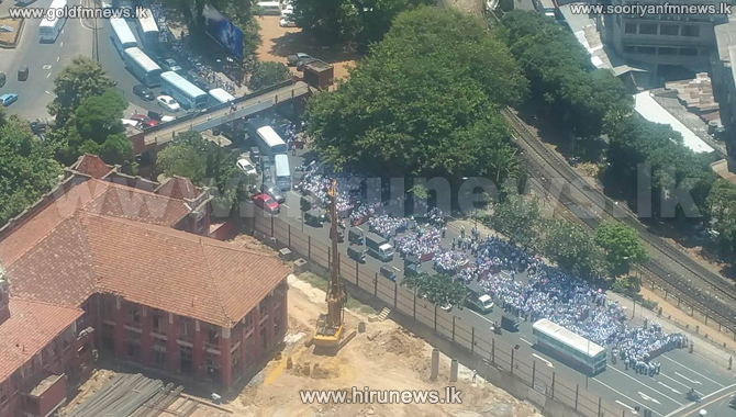 Traffic+in+Colombo+Fort+due+to+protest+march