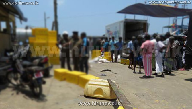 Ambalangoda+fishermen+stage+a+protest%3B+Protestors+also+siege+the+Fisheries+office