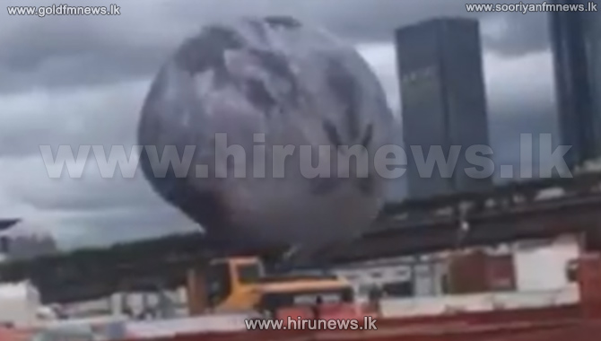 A+Moon+Balloon+Blown+by+a+Typhoon+Is+Terrorizing+China
