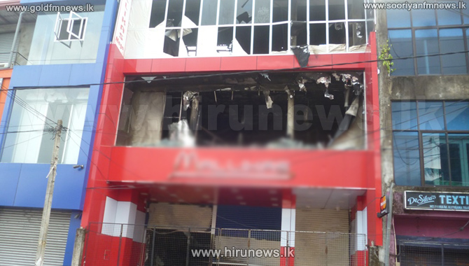 Fire+at+Aluthgama+shop