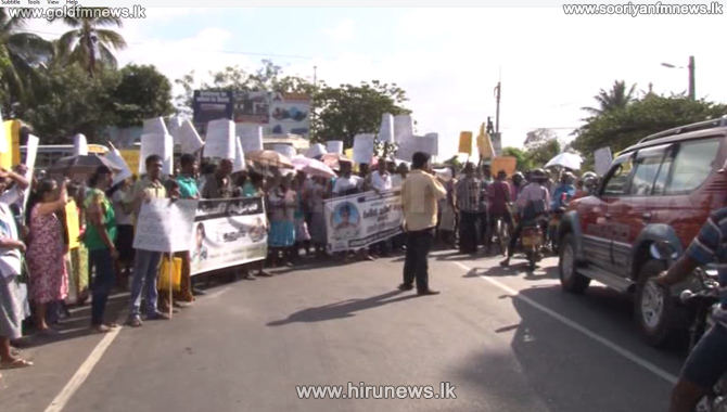 Protesters+spark+traffic+chaos+in+Negombo