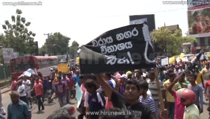 Protest+causes+traffic+jams+in+Colombo-+Chilaw+road