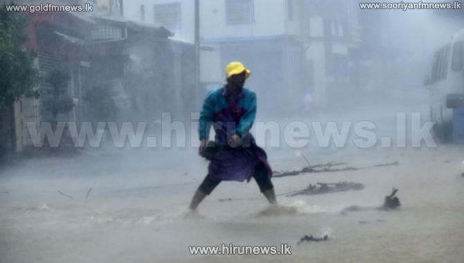 China%27s+Hainan+island+slammed+by+Typhoon+Sarika