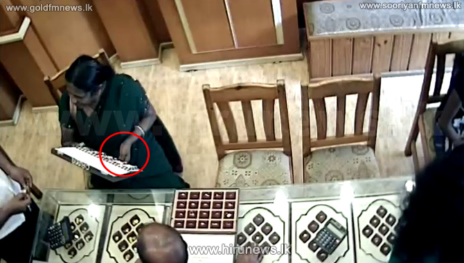 CCTV+footage%3B+woman+steals+a+ring+from+a+jewelry+shop+