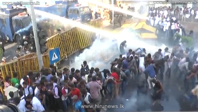 Water+cannon+and+tear+gas+fired+on+IUSF+protest+at+Colpetty