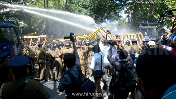 +Tear+Gas+%26+water+cannons+fired+at+Harbour+protesters+by+police