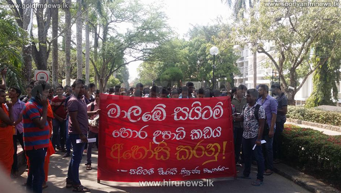 Medical+students+on+a+protest+march+against+SAITM+