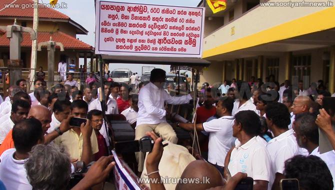 Southern+Provincial+Council+member+Ariyawansa+rides+a+bull+cart+%5Bphotos%5D