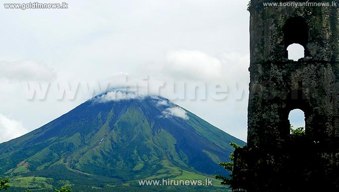 Mayon+volcano+erupts+in+Philippines