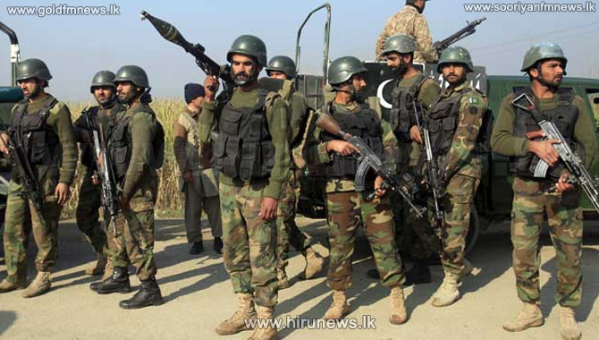 11+soldiers+dead%2C+13+wounded+in+suicide+attack+in+Pakistan