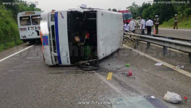 Bus+topples+on+Southern+Expressway+%28Photos%29