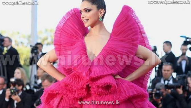 Deepika+Padukone+dazzles+Cannes+red+carpet