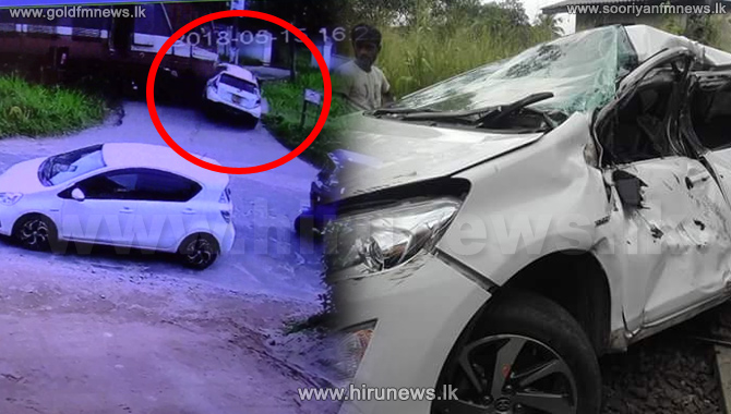 Car+collides+with+moving+train+at+a+level+crossing+%28CCTV+footage%29