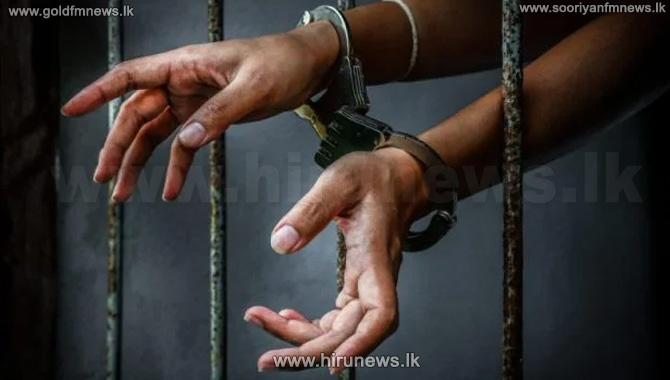 A+suspect+who+had+illegal+cigarettes+in+his+possession%2C+arrested+at+Middeniya