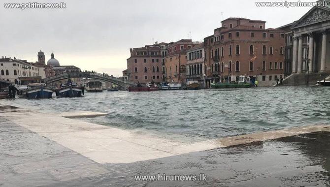 Flooded+Venice+battles+new+tidal+surge