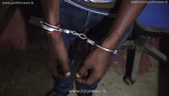 Individual+with+leaflets+containing+the+LTTE+logo+arrested+in+Kilinochchi