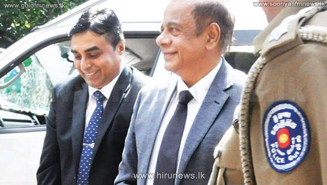 Former+Defence+Secretary+Hemasiri+Fernando+and+suspended+IGP+Pujith+Jayasunadara+granted+bail