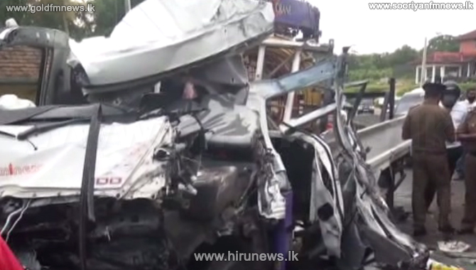 One+killed+in+lorry-bus+accident+in+Moragahahena+%28Video%29