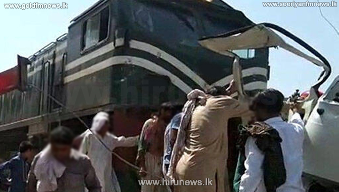 21 dead in Pakistan van-train collision