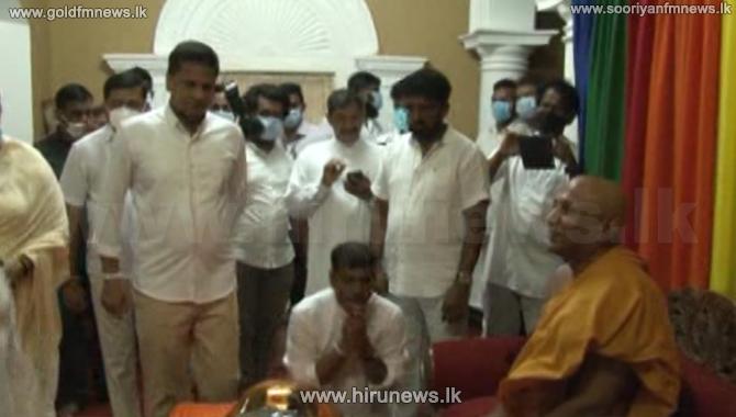 Gampaha SLPP candidates at Kelaniya Rajamaha Vihara (video)