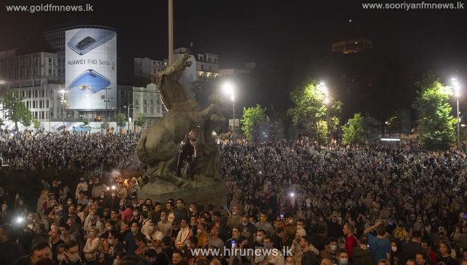Protest in Serbia against curfew
