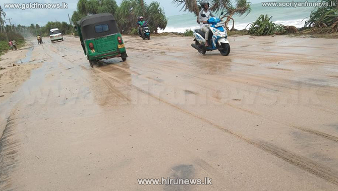 Traffic on Galle Road disrupted due to sand and debris (Video)
