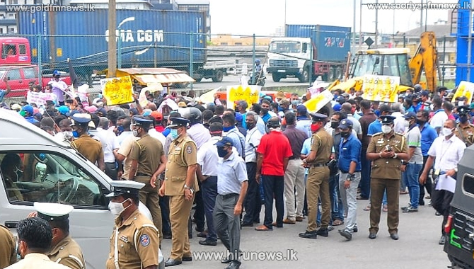 Port+TUs%E2%80%99+talks+with+PM+a+success%2C+final+decision+today+on+strike+%28video%29