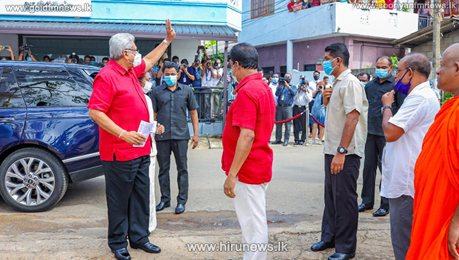 President cast his vote at Pengiriwatte Temple (Video/Photos)