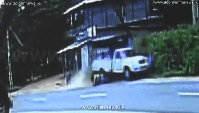 08 மாணவிகள் மீது மோதிய கெப்ரகவாகனம்..! கலங்கவைக்கும் காணொளி