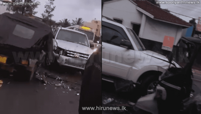 A+luxury+vehicle+collide+with+a+three-wheeler+transporting+bakery+products+in+Thalangama+%28video%29