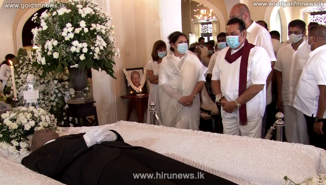 Prime Minister pays his last respects to Athula Senanayake (Video)