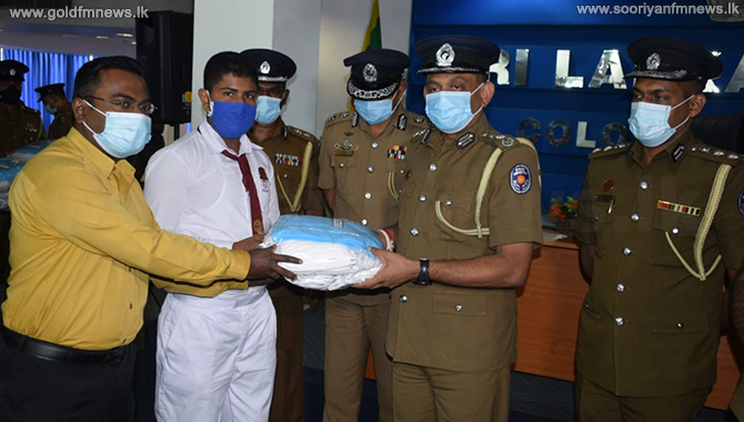 Police donates 5,000 facemasks to schoolchildren (pictures)