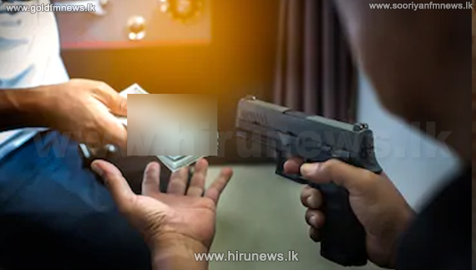 Armed men rob Rs. 20 m from businessman's home (video)