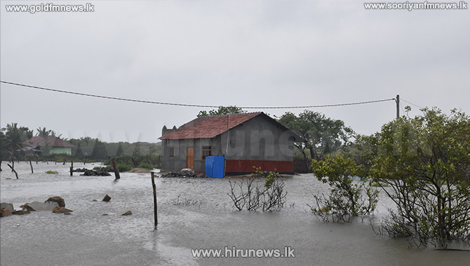 Mannar and Kilinochchi affected by rains - Rough seas in Mullaitivu (Photos)