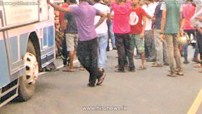 Tense situation at Mel Lane, Moratuwa